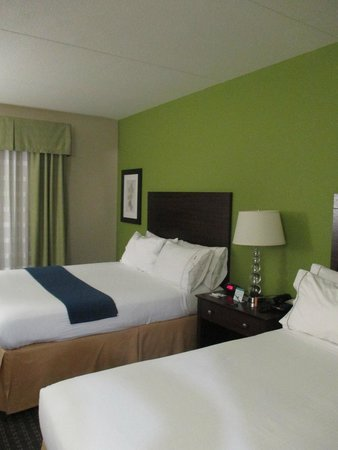 Holiday Inn Express Hotel & Suites Knoxville-Farragut: Beds