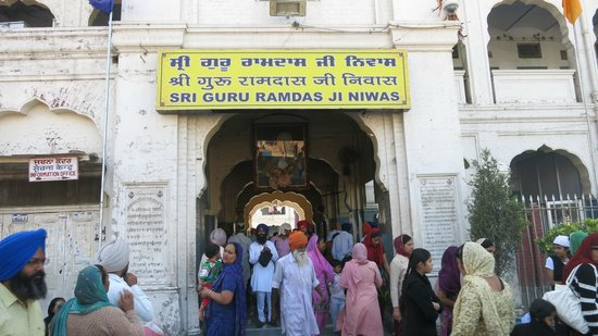 Goldener Tempel (Hari Mandir): when inside the temple complex enter this arch, dormitory on the left