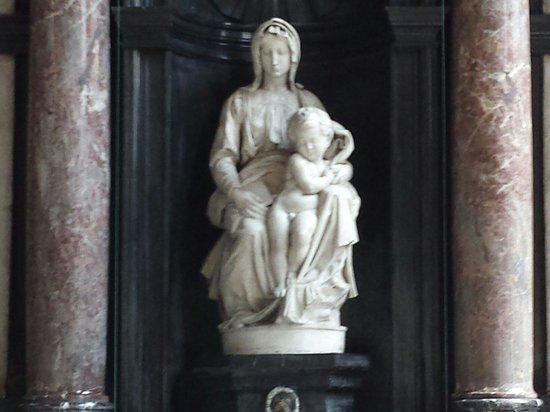 Onze Lieve Vrouwekerk: Madonna di Michelangelo
