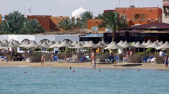 SUNRISE Grand Select Crystal Bay Resort: beach
