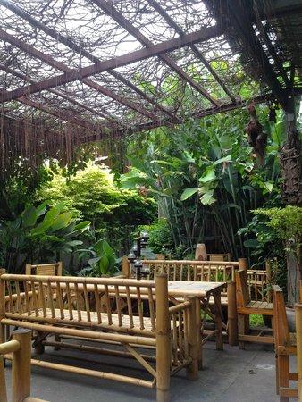 Baan Rao Chez Nous: Garden