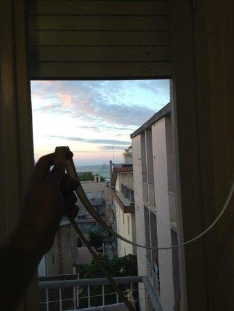 Hotel International : la serranda incastrata