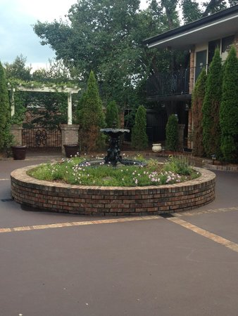 Lafayette Garden Inn & Conference Center : Center of the meeting place
