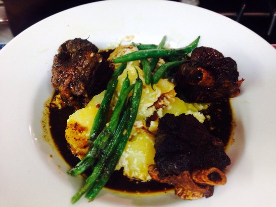 Bay Breez' Restaurant & Grill: Beef short ribs. Amazing