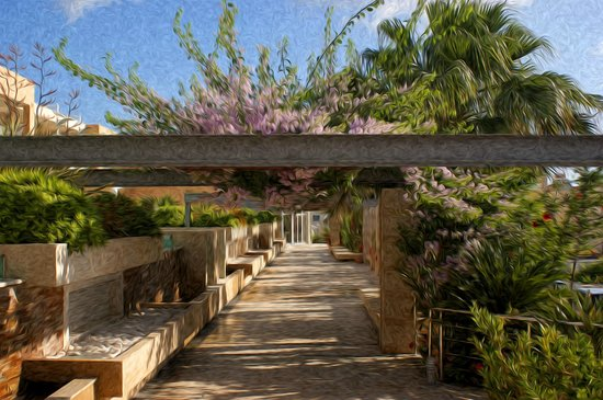 Minoa Palace Resort: Part of the walk through the grounds to the beach