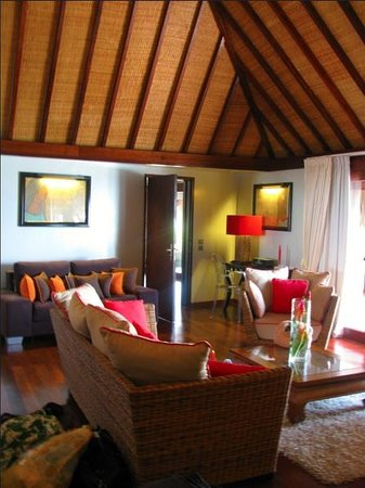 Sofitel Moorea Ia Ora Beach Resort : Living room in villa