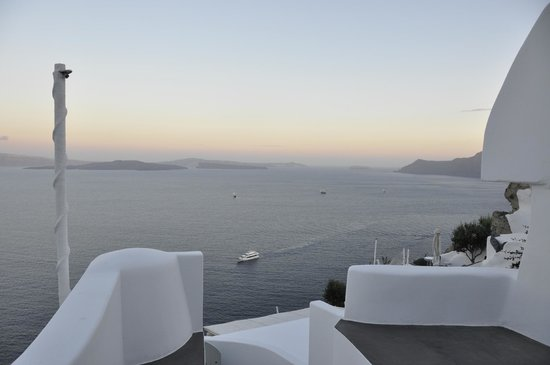 Andronis Luxury Suites: View off patio area, Room 22 or Odysseas