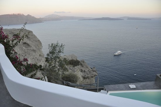 Andronis Luxury Suites: View from walkway