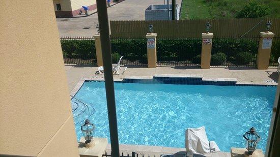 La Quinta Inn & Suites Houston Bush Intl Airport E: Piscina