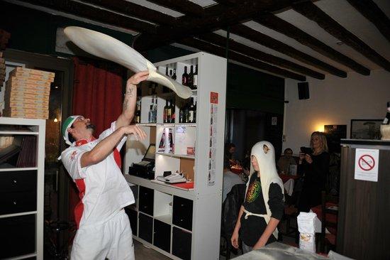 La Caravelle Restaurant-Pizzeria : SOIREE DEMONSTRATION PIZZAS ACCROBATIQUES