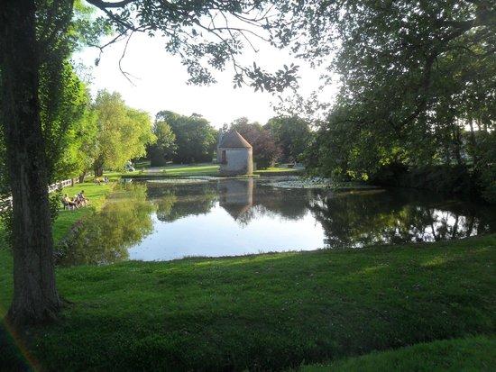 Château de Lez-Eaux : Fishing lake at Chateau de Lez-Eaux
