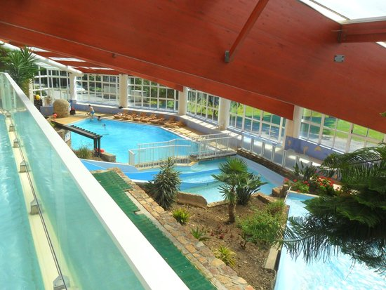 "Château de Lez-Eaux : Extensive ""Center Parcs"" indoor pool at Chateau de Lez-Eaux"