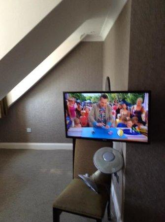 The Kings Hotel: TV in dangerous position