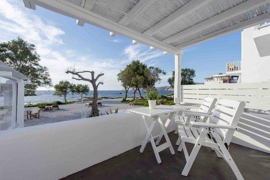 Nefeli Sunset Studios: view from a veranda