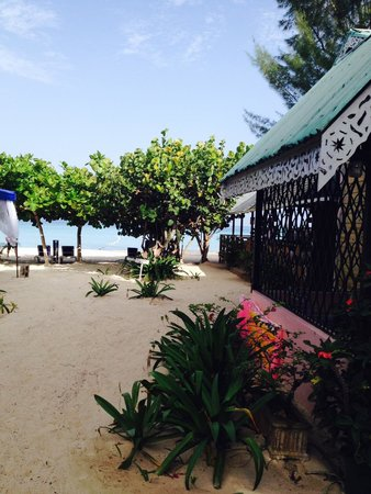 Firefly Beach Cottages: The restaurant