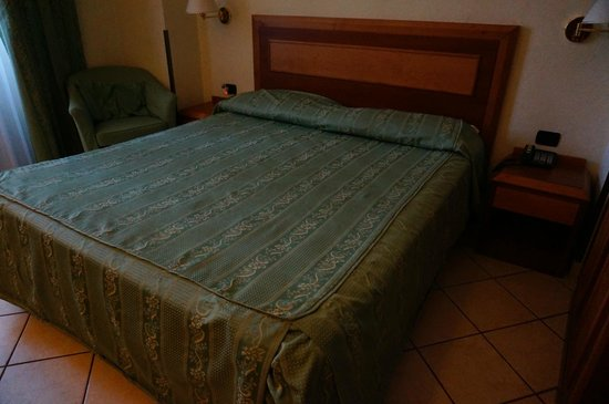 Hotel Mia Cara & Spa : Кровать