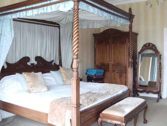 Grinkle Park Hotel: our four poster bed