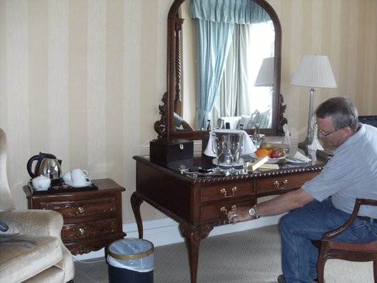 Grinkle Park Hotel: Some of the lovely furniture