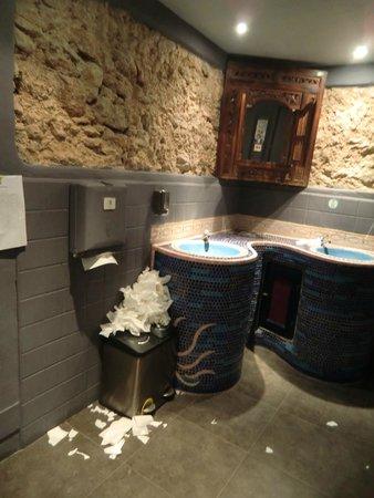 Bambuddha: Toilette @ 1:30