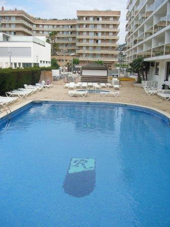 Hotel Riviera: Бассейны отеля