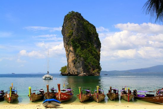 PhraNang Cave Beach: One of the islands arround Ao Nang