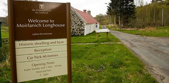 The approach to Moirlanich Longhouse