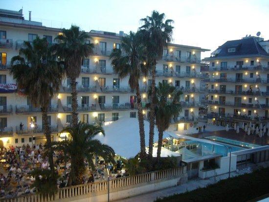 Hotel Riviera: Вид с балкона номера