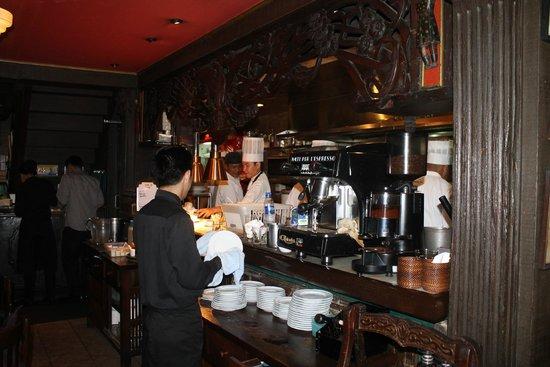 Cafe Adriatico: busy staff