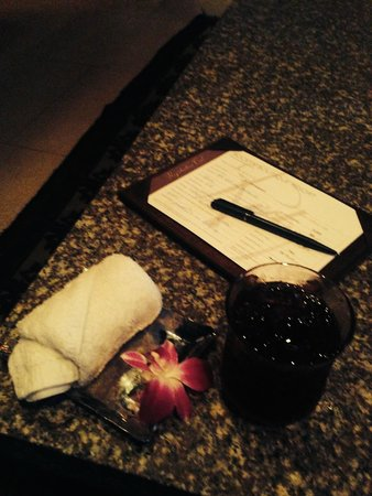 Rocky's Boutique Resort: Cold towel and iced drink on arrival!