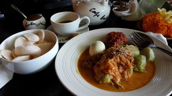 Cafe Batu Jimbar: Lontong Cap Go Meh