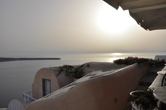 Kastro Oia Restaurant: view from table of sunset