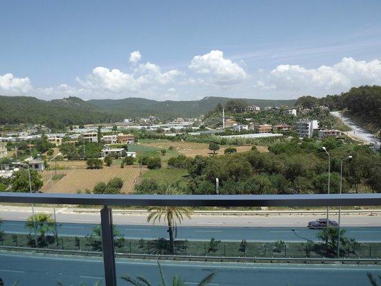 Annabella Diamond Spa & Hotel: вид из окна  на дорогу