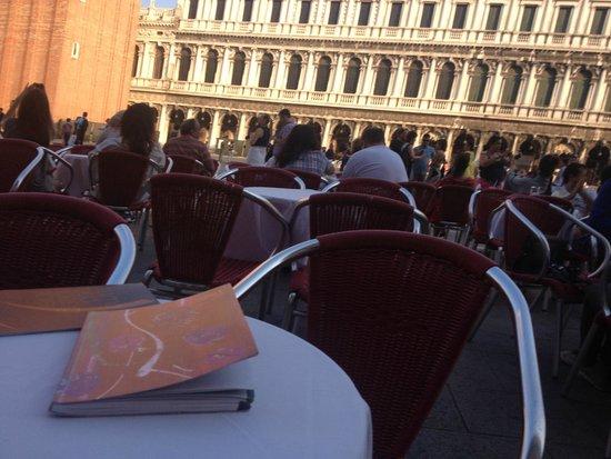 Piazza San Marco (Place St Marc) : Restaurantes com musicas ao vivo muito bom! Piazza de San Marco
