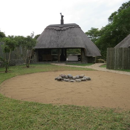 Rhino River Lodge: large boma area