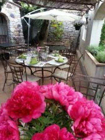 La Table du Vigneron: terrasse ombragée