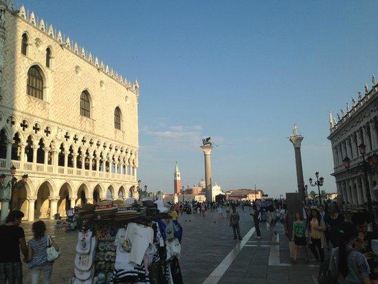 Piazza San Marco (Place St Marc) : existem duas grandes colunas com os símbolos de São Marcos.
