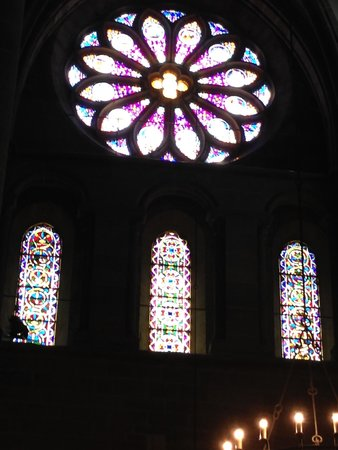 Cathedrale de St-Pierre : sophisticated window painting