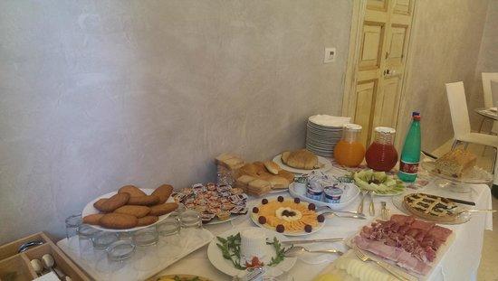 Relais Carlo V - Palazzo Storico: Buffet colazione