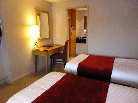 Hallmark Hotel Aberdeen Airport: Standard room