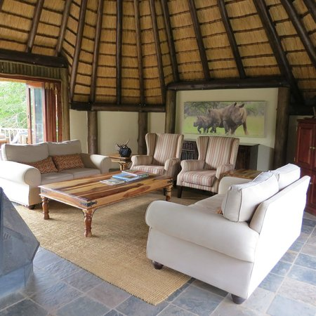 Rhino River Lodge: lounge t orelax in