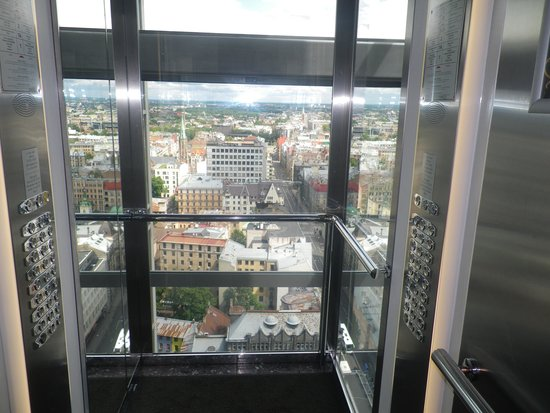 Radisson Blu Latvija Conference & Spa Hotel: The elevator to the skybar.