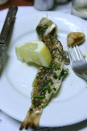 Can Mano: Fresh fish w/ green sauce and lemon