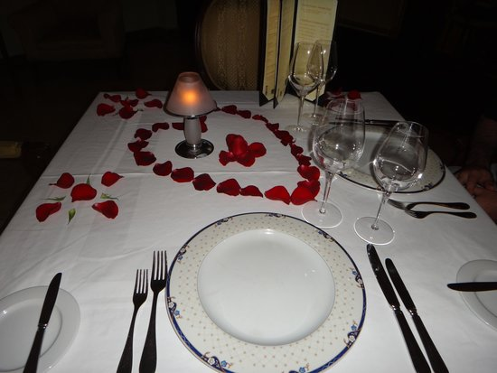 Valentin Imperial Maya: Beautiful Set-Up for Romantic Dinner/Proposal in the French Restaurant! So many guests were taki