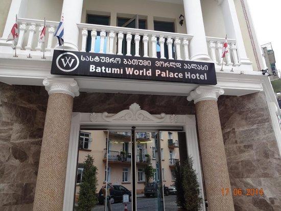 Batumi World Palace : Hotel from outside!