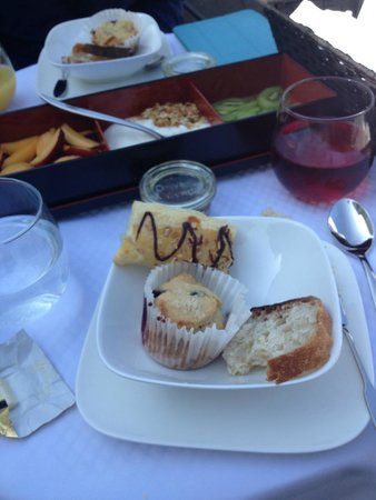 The Platinum Pebble Boutique Inn: Filling and delicious breakfast