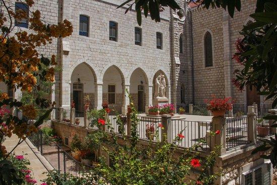 Sisters of Nazareth Convent: Soeurs de Nazareth - cour intérieure
