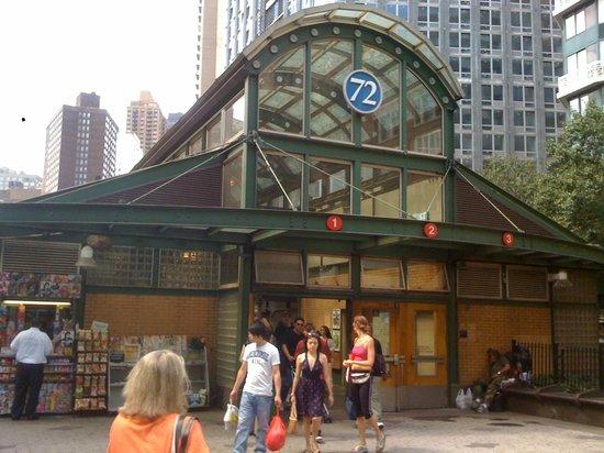 Woogo - Central Park: station de métro qui déssert l'hôtel