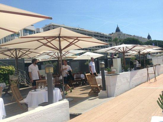 Baoli Beach Restaurant : ....Atmosphere before it got busy...