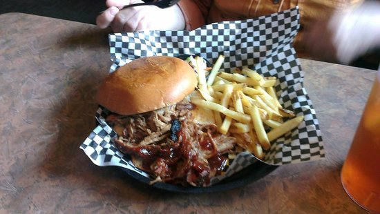 Smokin' Dave's BBQ & Tap House: NC pulled pork sandwich