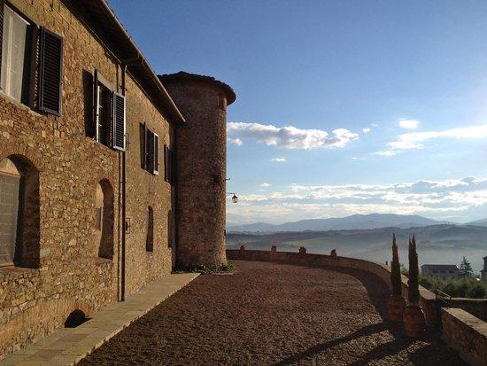 Castello di Gabbiano: Side of castle